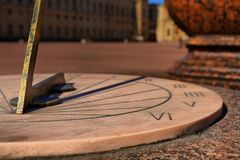 Sundial na marmurowej tarczy Fotografia Royalty Free