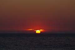 Sundown i havet på Corfu arkivfoton