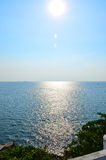 Sunen och havet Royaltyfria Bilder