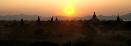 Sunet над Bagan стоковое изображение