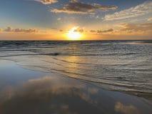 Sunet och himmelspegel fotografering för bildbyråer