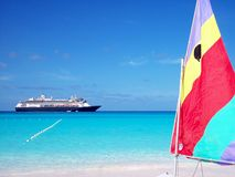 Sunfish e Cruiseliner fotografia de stock royalty free