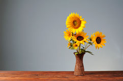 Sunflower in a ceramic vase Royalty Free Stock Photos