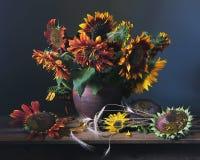 Sunflowers. Натюрморт с букетом подсолнухов Stock Images