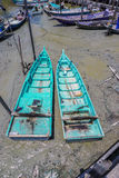 Sungai Dorani, Selangor 02 Mac 2016: Konkreta brygga och fiskebåtar royaltyfri fotografi