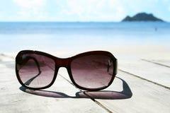 Sungasses op de zomerdag Stock Fotografie