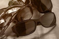 Sunglass shoppar med många val av linser och exponeringsglas i differe Arkivfoton