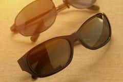 Sunglass shoppar med många val av linser och exponeringsglas i differe Royaltyfri Fotografi