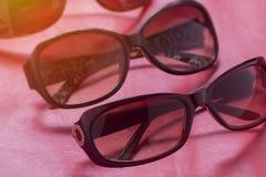 Sunglass shoppar med många val av linser och exponeringsglas i differe Royaltyfria Bilder