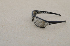 Sunglasses on the beach Royalty Free Stock Photography