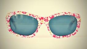 sunglasses Dziecko, biali kolorowi szkła odizolowywający na czystym białym tle Zdjęcia Stock