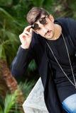 sunglasses Młody wspaniały młody człowiek Obraz Stock