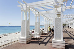 Sunhouse på Promenade des Anglais Royaltyfri Bild