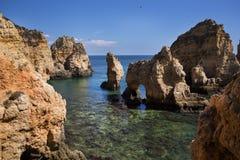 Sunie z falezami w Lagos przy Algarve w Portugalia Zdjęcia Royalty Free