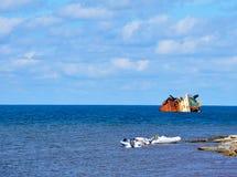 Sunken корабль в море Стоковые Изображения