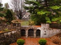 Sunken сад за замком стоковая фотография rf