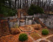 Sunken сад fornal на дождливый день стоковая фотография
