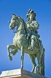 Sunking他的马的,凡尔赛路易斯14的雕象 免版税库存照片
