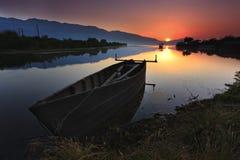 Soluppgång över Kerkini laken Royaltyfri Fotografi
