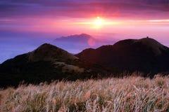 Sunlights está pasando con el Mt Imagen de archivo libre de regalías