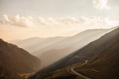 Sunlit картина слоя гор Стоковое Изображение