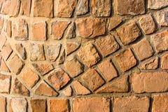 Sunlit кирпичная стена песчаника как предпосылка стоковое изображение rf