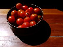 Healthy food: sunlit tomatoes in bowl Royalty Free Stock Photography