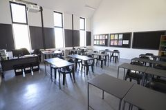 Sunlit modern elementary school classroom Royalty Free Stock Images