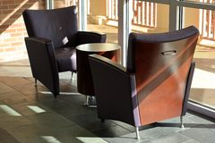 Sunlit moderne Möbel Stockfotografie