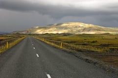 Sunlit Rhyolith-Berge Stockfotografie