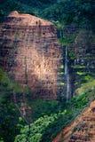 sunlit vattenfall Royaltyfri Foto