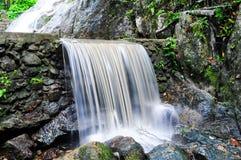 sunlit waterfall Στοκ εικόνα με δικαίωμα ελεύθερης χρήσης