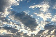Sunlit Wolken stockfoto