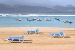 Sunlounger bei Playa de Las Canteras, Las Palmas de Gran Canaria stockfotografie