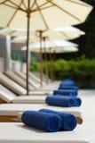 Sunloungers и полотенца Стоковая Фотография RF
