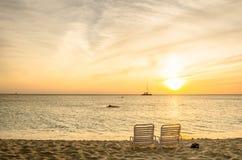 Sunloungers på en öde strand Arkivbild