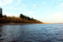 Sunny†‹på floden royaltyfri foto