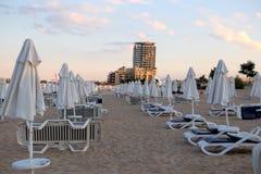 Sunny Beach, Bulgarije - Juni 15, 2016: Mening van het overzees op het strand in de Bulgaarse toevlucht van Sunny Beach Stock Foto's