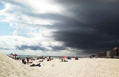 Sunny Beach com nuvens de tempestade Fotos de Stock Royalty Free