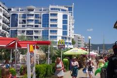 Sunny Beach-Gehweg auf der Schwarzmeerküste in Bulgarien Stockbilder