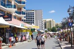 Sunny Beach-Gehweg auf der Schwarzmeerküste in Bulgarien Lizenzfreies Stockfoto