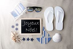 Sunny Blackboard On Sand Joyeux Noel Means Merry Christmas Royaltyfri Bild