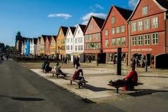 Sunny Bryggen i Bergen royaltyfri bild