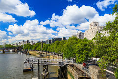 Sunny day along the river Thames in London Royalty Free Stock Photography