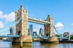 Sunny Day en el puente de la torre Fotografía de archivo libre de regalías