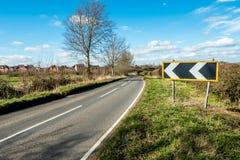 Sunny Day View der leeren BRITISCHEN Land-Straße lizenzfreie stockbilder