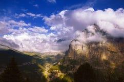Sunny Evening in alpi svizzere, regione di Jungfrau Fotografie Stock Libere da Diritti