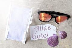 Sunny Flat Lay Summer Label Alles Gute significa recuerdos fotografía de archivo