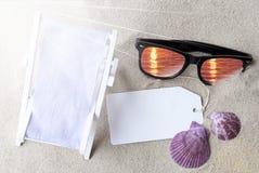 Sunny Flat Lay Summer Label met Exemplaarruimte Stock Foto