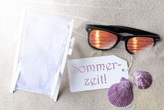 Sunny Flat Lay Summer Label Sommerzeit bedoelt Zomer Royalty-vrije Stock Afbeelding